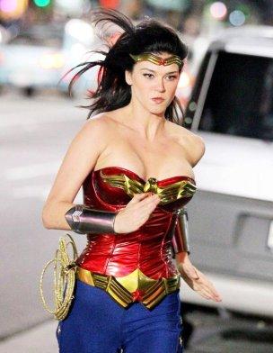 Wonder-Woman-adrianne-palicki